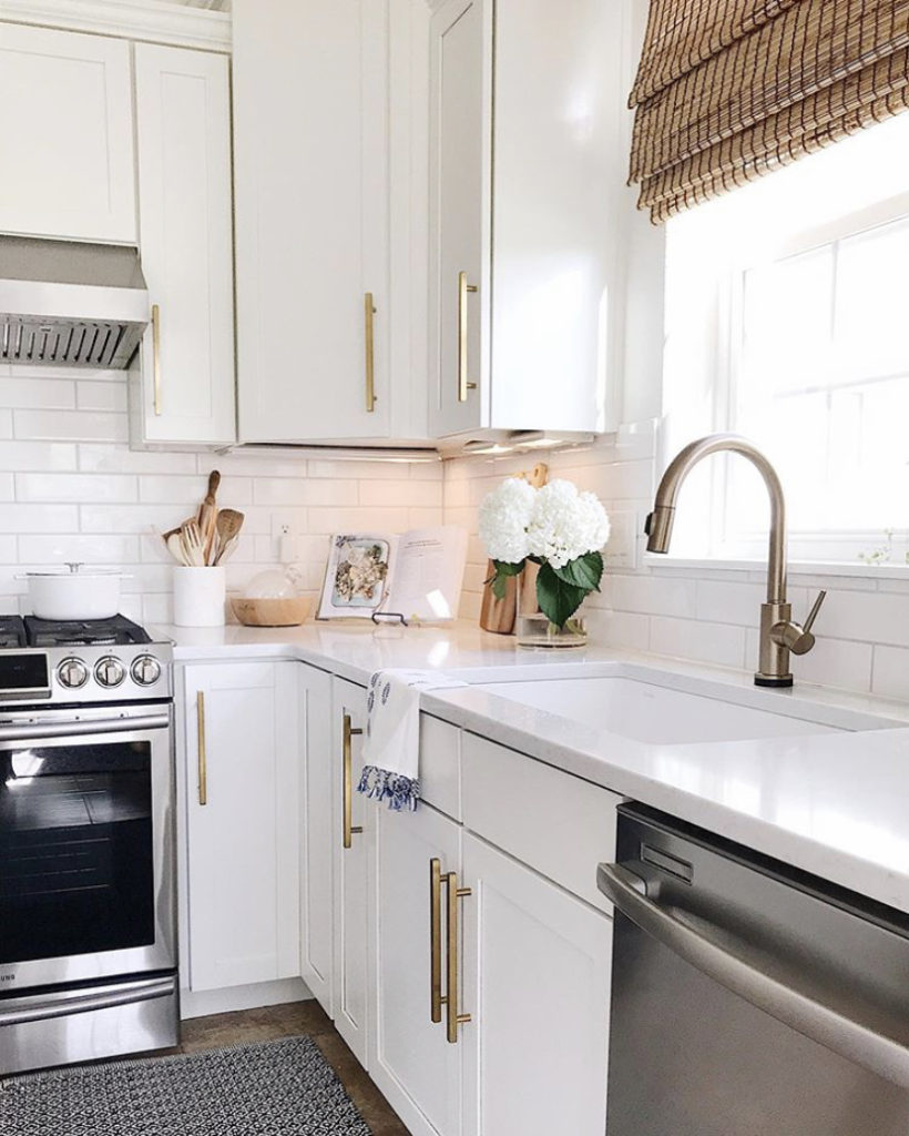 How to make your kitchen feel more cozy by diffusing essential oils - jane at home #homedecor #kitchen #style #design #decor