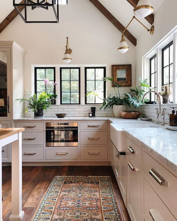 Design and decor trends for 2021: Beautiful kitchen with vaulted ceiling, beams and black framed windows - Jean Stoffer Design #kitchenideas