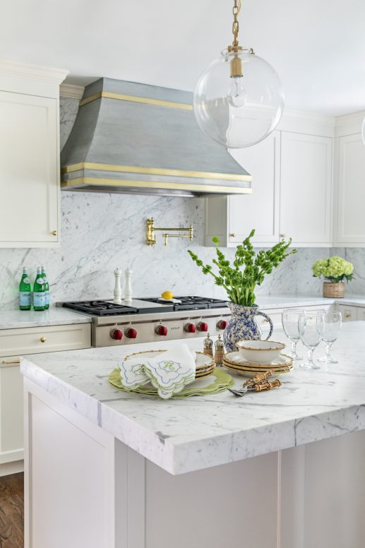Design and decor trends for 2021: grandmillennialism decor in the kitchen - clary bosbyshell