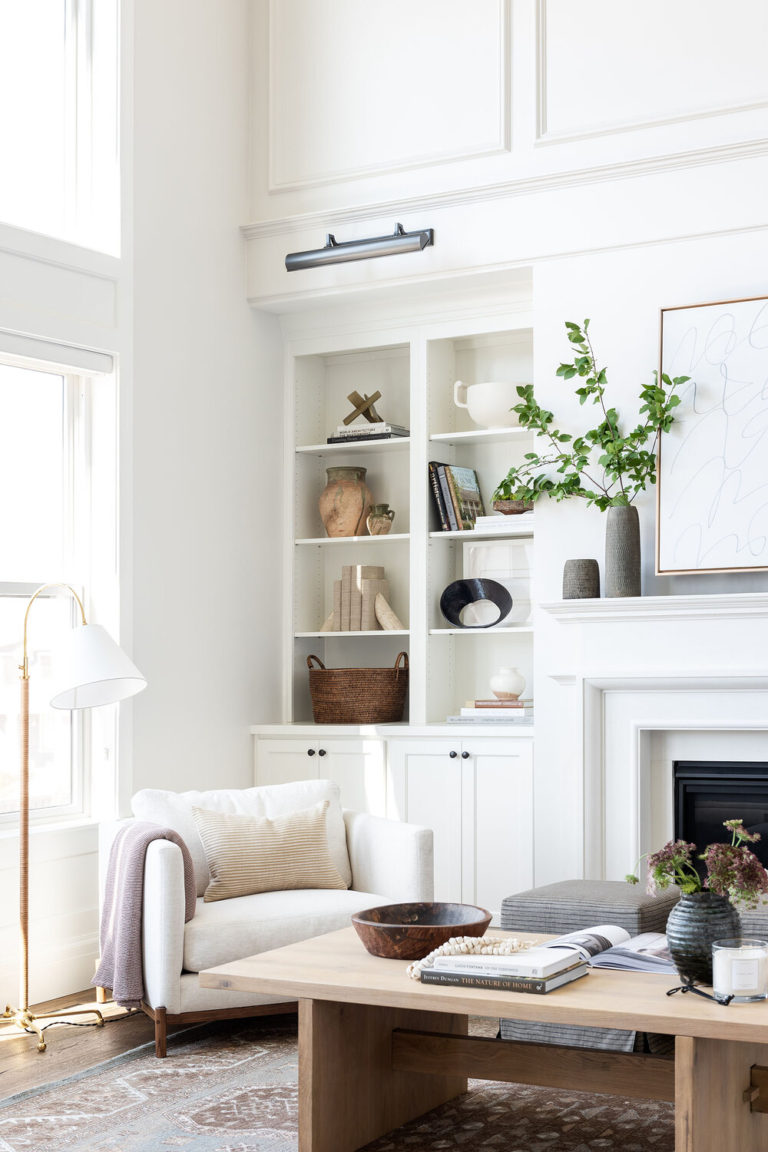 Design and Decor Trends for 2021: comfortable and relaxed seating in the living room - Studio McGee