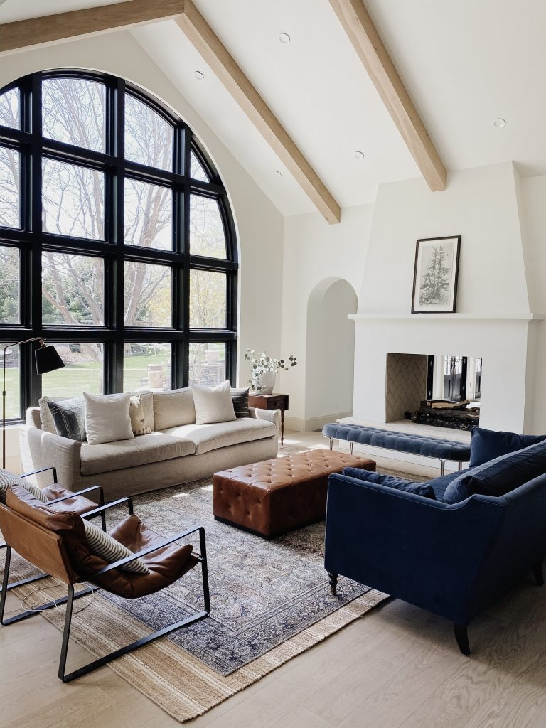 This beautiful modern living room incorporates almost all of this year's decor and design trends