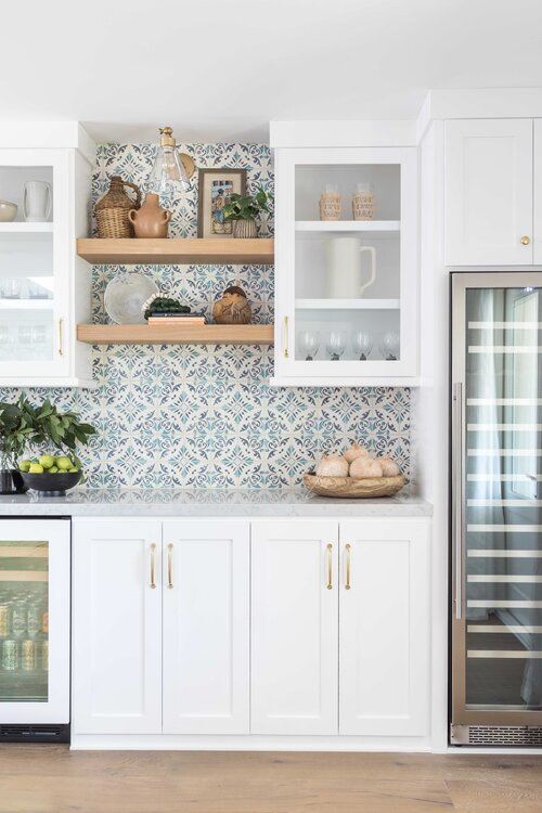Beach house kitchen design with patterned tile backsplash - Pure Salt Interiors