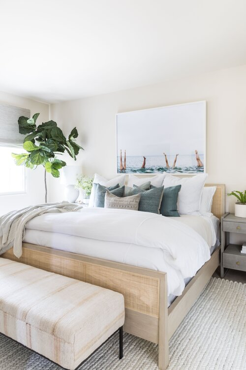Beautiful guest bedroom inspiration with a modern coastal / beach house aesthetic - bedroom decor - boho bedroom