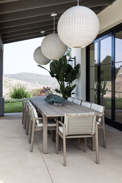 Beautiful modern coastal outdoor dining area and covered patio